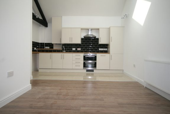 Flat 4, Rothsay House, High Street, Newmarket Cb88JP